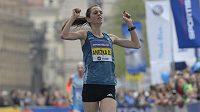 Anežka Drahotová v cíli Pražského půlmaratónu.