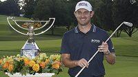 Golfista Patrick Cantlay ovládl v Atlantě závěrečný turnaj sezony Tour Championship a za triumf ve FedEx Cupu získal odměnu 15 milionů dolarů. Ve finále zvítězil se skóre -21 a náskokem jedné rány před španělský hráčem Jonem Rahmem.