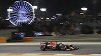 Nizozemský jezdec Red Bullu Max Verstappen během kvalifikace na VC Bahrajnu formule 1.
