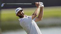 Golfista Dustin Johnson má nejblíže k vítězství v turnaji Tour Championship série PGA Tour a prvnímu titulu ve FedEx Cupu.