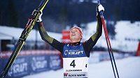 Německý sdruženář Eric Frenzel slaví triumf v prvním závodu SP v Lillehammeru.