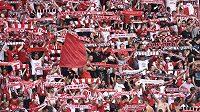 Fanoušci Slavie Praha prožívají těžké časy - jejich klub se potácí na dně ligové tabulky a k tomu řeší existenční problémy.