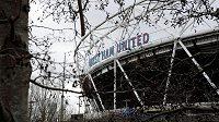 Ani fanoušci West Ham United své fotbalové miláčky v akci naživo dlouho neuvidí.