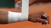 Španělský tenista Rafael Nadal si ve středu nechal zatejpovat levou ruku. Ale zraněný není