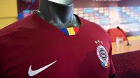 Klubová trikolóra na novém dresu Sparty.