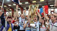 Volejbalisté Českých Budějovic se s fanoušky radují z titulu.