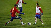 Obránce Sergio Ramos (vlevo) a útočník Aritz Aduriz na tréninku španělské fotbalové reprezentace.