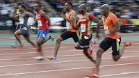 Tyson Gay (třetí zprava)na trati 100m sprintu na mítinku Diamantové ligy v londýnském Crystal Palace