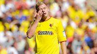 Zklamaný útočník Matěj Vydra - klíčový zápas o postup svého Watfordu do Premier League kvůli zranění nedohrál, jeho tým navíc podlehl Crystal Palace v prodloužení.