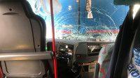 Autobus se sešívanými fanoušky narazil do kamionu.