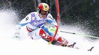 Domácí favorit Marcel Hirscher rázně vykročil za titulem mistra světa ve slalomu.