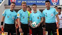 Rozhodčí na CEE Cupu 2018. Zleva Slováci Tobiáš Pacák, Denis Havira, dále Andrew Parody z Gibraltaru a třetí Slovák Peter Ziemba.