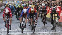 Cyklisté mají na závodu Paříž-Nice za sebou třetí etapu.
