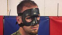 Viktor Pešta se bez speciální masky nyní při trénincích neobejde.
