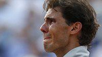 Dojatý Rafael Nadal při slavnostním ceremoniálu Na Roland Garros.