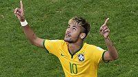 Neymar děkuje fotbalovým bohům. Brazílie postoupila na MS do čtvrtfinále.