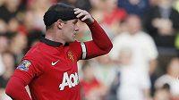Angličanů v Premier League ubývá. Na snímu Wayne Rooney (vlevo) z Manchesteru United.