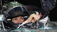 Pilot Mercedesu Nico Rosberg při měřeném tréninku na okruhu v Sepangu.