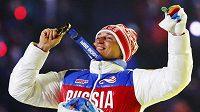 Rus Alexander Legkov po triumfu v běhu na 50 km při ZOH v Soči.