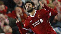 Kanonýr Liverpoolu Mohamed Salah oslavuje svoji úvodní trefu proti AS Řím.