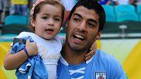 Uruguayský útočník Luis Suárez s dcerkou Delfinou.