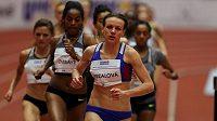 Simona Vrzalová na čele závodu na 1500 m při mítinku Czech Indoor Gala.