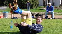Štěpán Vachoušek při rozvičce během soustředění na Kypru.