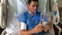 Jiří Ježek v greenvillské nemocnici po ztrátě části plíce opět cvičí dech.