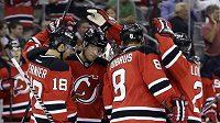Hokejisté New Jersey Devils se radují z gólu. Užijí si radost i v blížící se sezóně NHL?