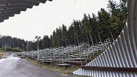 """Jedna z tribun pro SP v Novém Městě vyrostla u """"tunelu""""."""