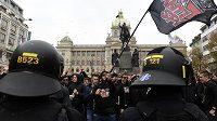 Fanoušci fotbalové Slavie se sešli po poledni na Václavském náměstí, odkud se vydali na Letnou sledovat derby první fotbalové ligy Sparta Praha - Slavia Praha.