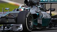 Pilot mercedesu Lewis Hamilton během tréninku na Velkou cenu Belgie.