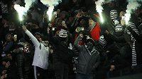 Fanoušci Besiktase před zápasem v Kyjevě.