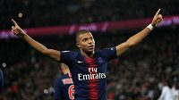 Francouzský reprezentant Kylian Mbappé nastřílel Lyonu ve francouzské lize čtyři góly za třináct minut.