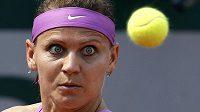 Lucie Šafářová v utkání s Kurumi Naraovou z jaopnska ve druhém kole French Open.
