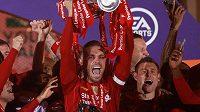 Kapitán Liverpoolu Jordan Henderson.
