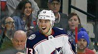 Cam Atkinson z Columbusu se stal hvězdou v utkání NHL s Carolinou, když si připsal tři branky a jednu asistenci.