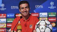 Fotbalista Atlétika Madrid Gabi na tiskové konferenci před sobotním večerním finále Ligy mistrů.