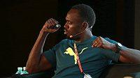 Jamajský sprinter Usain Bolt během tiskové konference v Pekingu.
