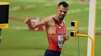 Jakub Holuša v cíli rozběhu na 1500 m v Dauhá.