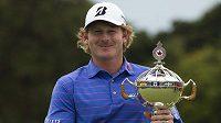 Americký vítěz Canadian Open Brandt Snedeker s trofejí