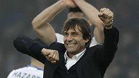 Kouč Chelsea Antonio Conte se raduje po utkání s Crystal Palace.