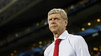 Trenér Arsenalu Arséne Wenger během zápasu předkola Ligy mistrů na hřišti Fenerbahce.