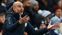 Manažer Manchesteru City Pep Guardiola je perfekcionista a dbá na každý detail. Na hru i trénink svého týmu se chce podívat i z výšky.