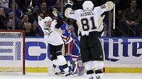 Sidney Crosby se raduje z gólu v prodloužení.