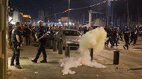 V Marseille se porvali fanoušci, situaci uklidnili až přivolané policejní jednotky.
