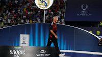 Zklamaný kouč Manchesteru United José Mourinho po porážce v Superpoháru.