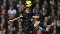Záložník Manchesteru City David Silva.