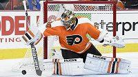 Michal Neuvirth v bráně Philadelphie Flyers.