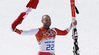 Kanadský lyžař s českými kořeny Jan Hudec se raduje ze zisku olympijského bronzu.